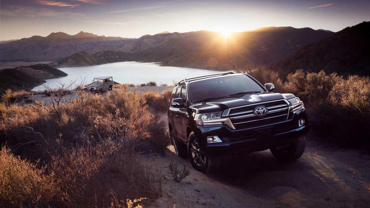 Toyota Land Cruiser sắp tung thế hệ mới: Uống xăng ít hơn, động cơ yếu hơn